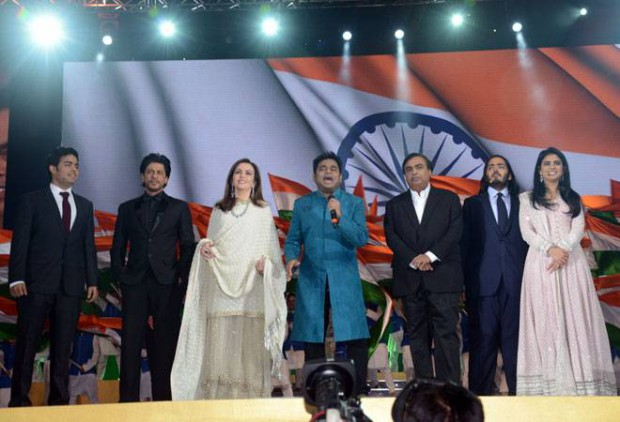Shahrukh and AR Rahman along with Mukesh Ambani Family at Jio Launch
