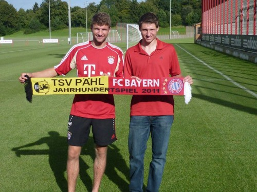 Thomas Muller with his brother Simon Muller