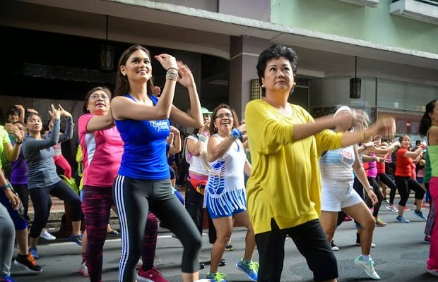 Pia Wurtzbach Dancing With Her Mother