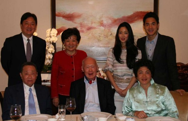 Robert Kuok and His Family with Lee Kuan Yew