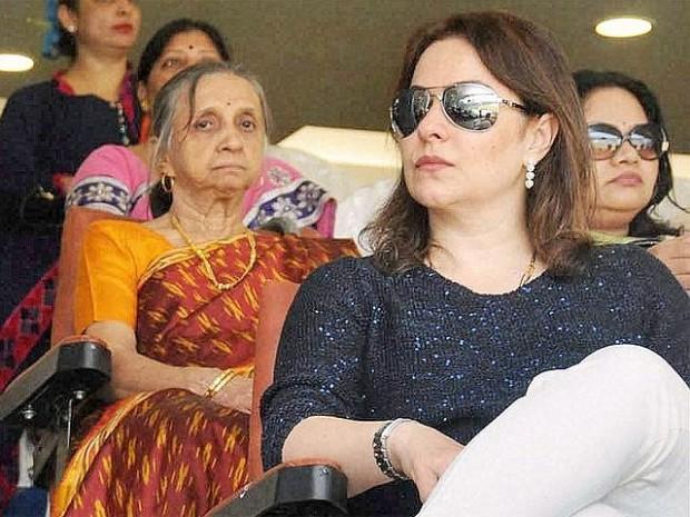 Wife Anjali Tendulkar