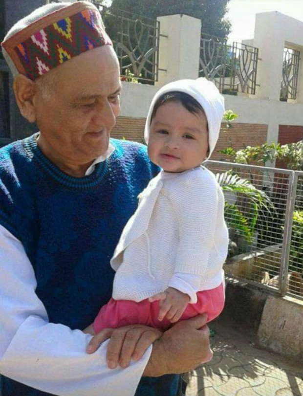 MS Dhoni's daughter Ziva with her Grand Father Pan Singh