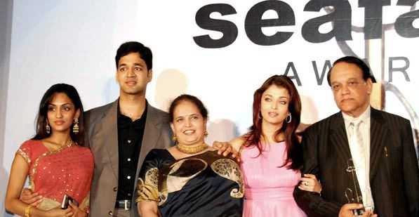 Aishwarya Rai with her parents and brother