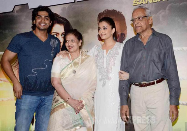 Aishwarya Rai with her mother Brindya Rai, Father Krishnaraj Rai and brother Aditya