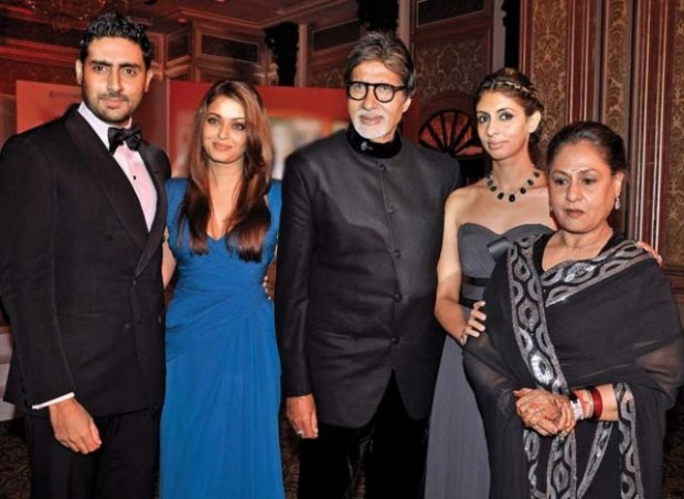 Amitabh with Abhishek, Aishwarya, Shweta and Jaya