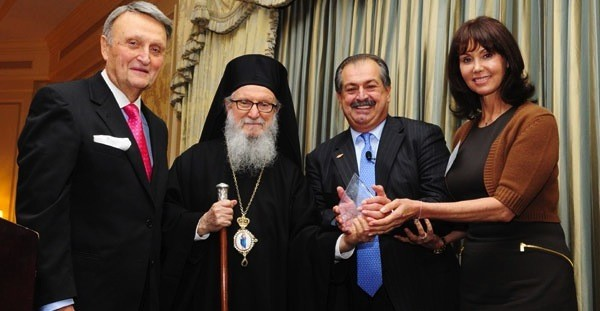 Andrew Liveris and wife, Paula, accept Archbishop Iakovos Leadership 100 Award for Excellence