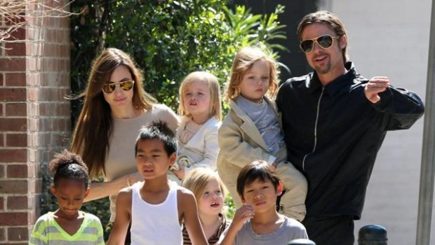 Angelina and Brad Pitt with their kids
