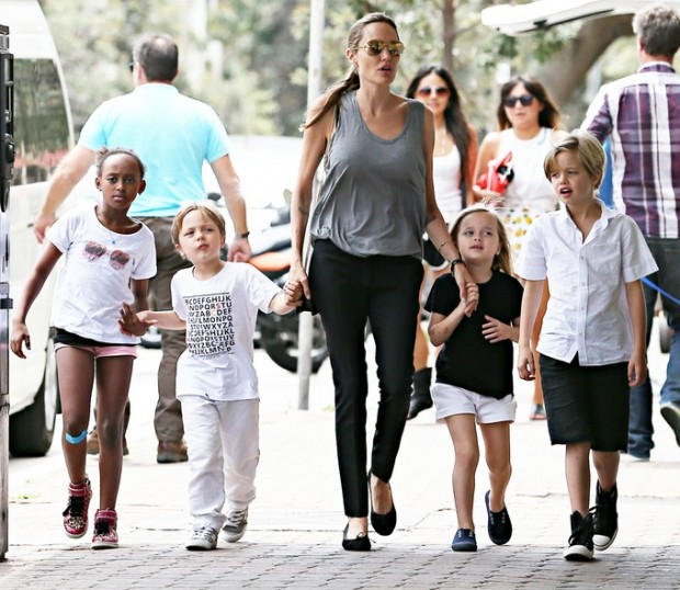 Angelina Shopping with Kids