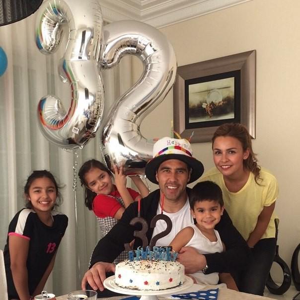Claudio Bravo celebrating his 32nd birthday with his family
