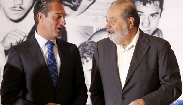 Carlos Slim speaks with his son Grupo Carso