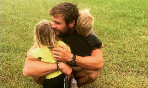 Chris Hemsworth with his kids