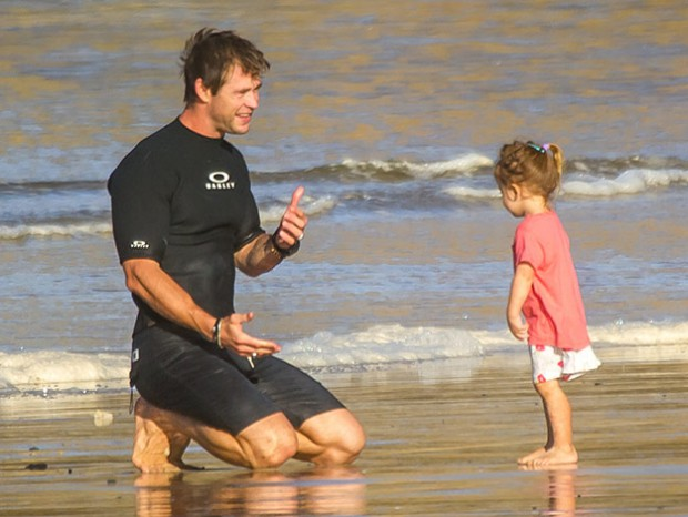 Chris Hemsworth playing with his daughter at beach