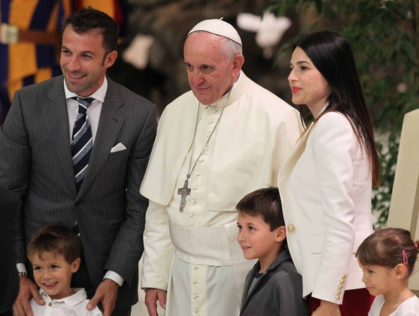 Del Piero and his family with Pope Francis