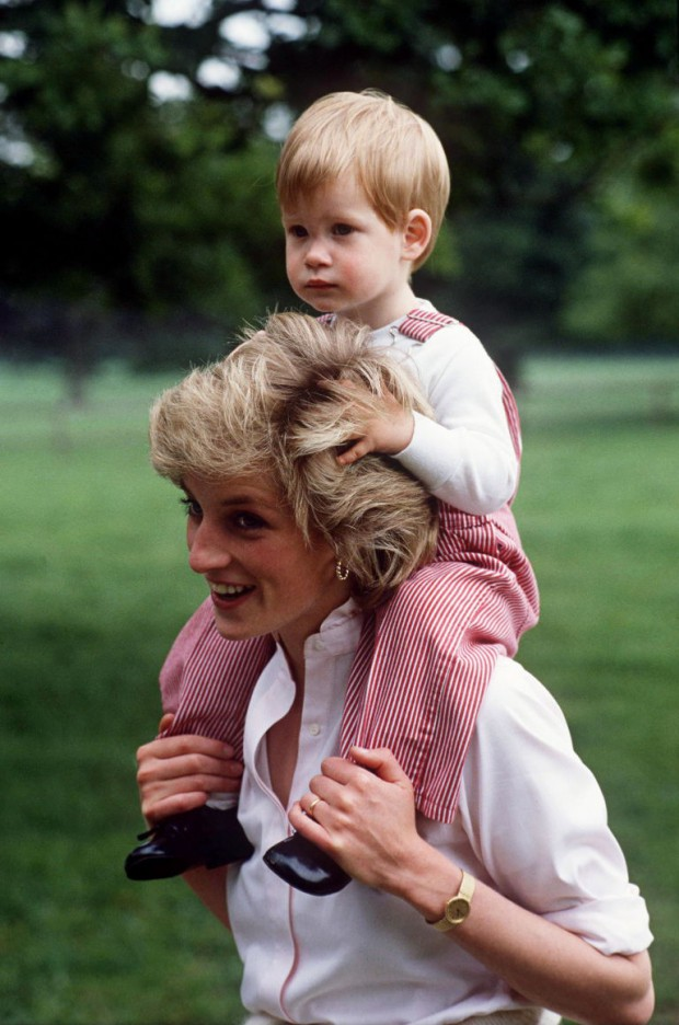 Little Prince Harry with his mom Diana