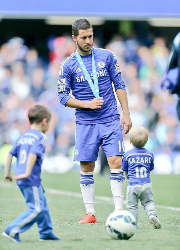 Eden Hazard playing with his son Leo and Yannis