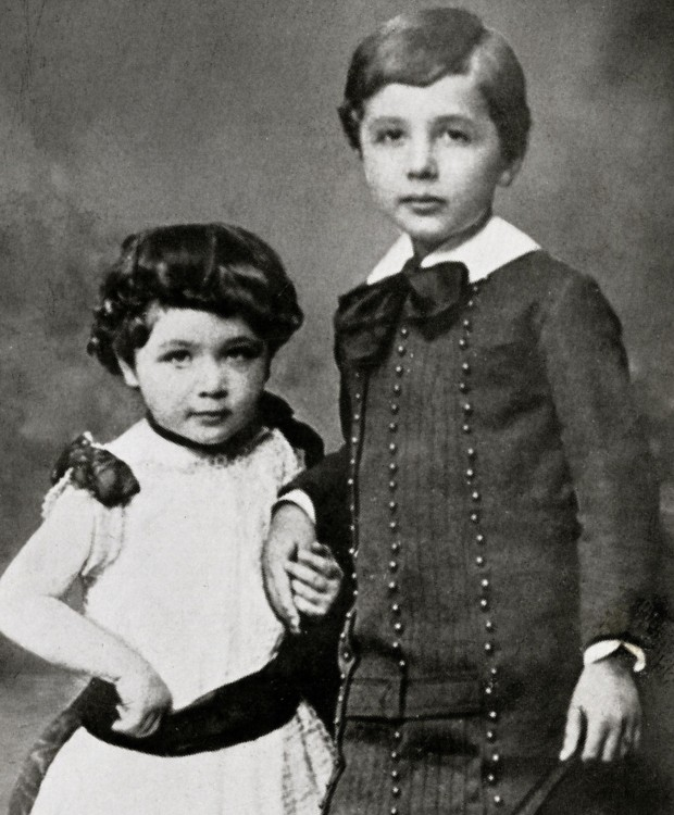 Little Einstein with his sister Maja Einstein