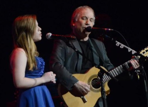 Paul Simon Performs With Daughter Lulu