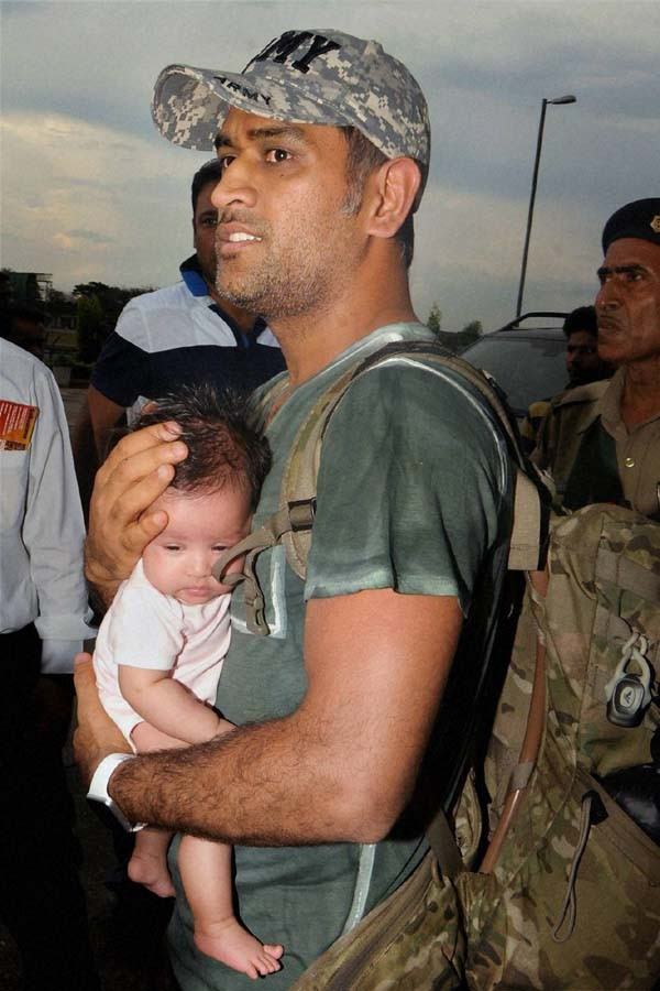 Dhoni with his daughter Ziva at Ranchi Airport