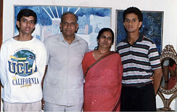 Rahul Dravid with His Parents and Brother Vijay Dravid