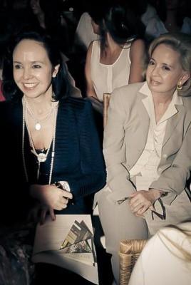 Renata de Camargo Nascimento with Sister