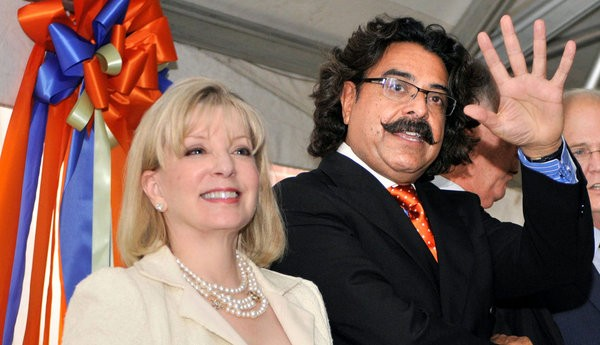 Shahid Khan with his Wife