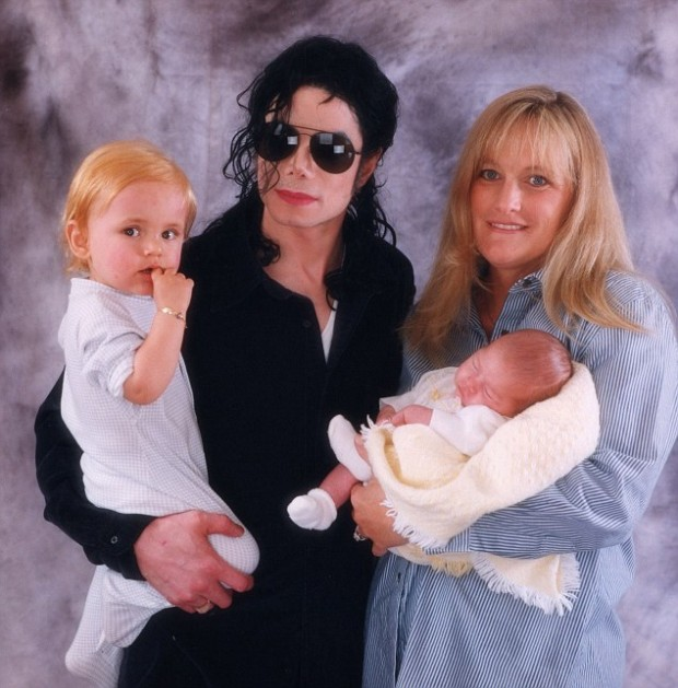 Paris Jackson with her family