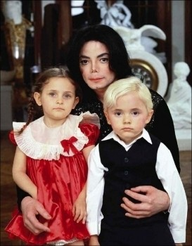 Paris with her brother Prince and her father Micheal Jackson