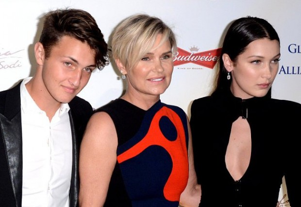 Bella Hadid With Brother Anwar And Mother Yolanda Foster