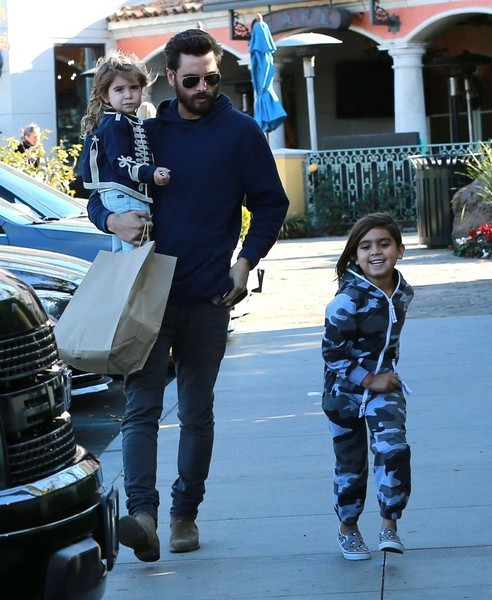 Scott Disick With His Daughters