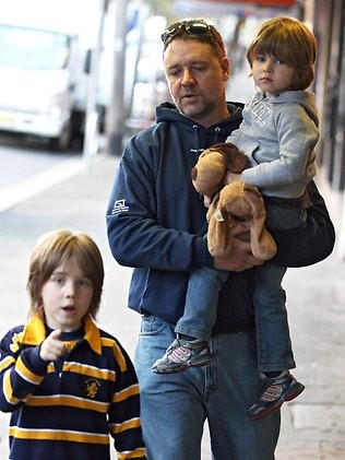 Russell Crowe with his kids
