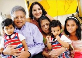 Rakesh Jhunjhunwala With His Whole Family
