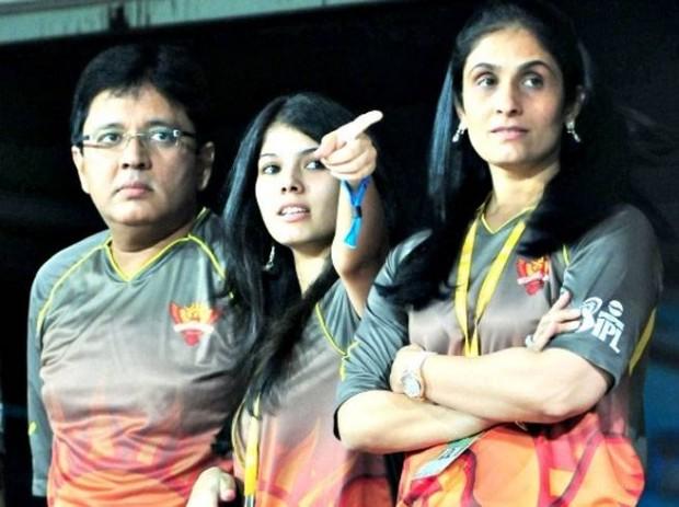 Kalanithi Maran With Wife And Daughter During IPL