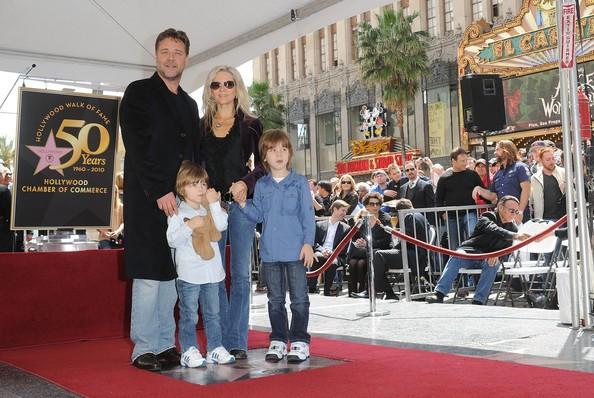 Russell Crowe with his family at Hollywood Walk of Fame