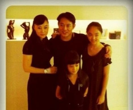 Jet Li with his Ex-WifeHuang Qiuyani and Children