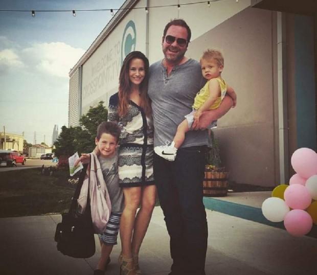 Lee Brice Family In Holiyday