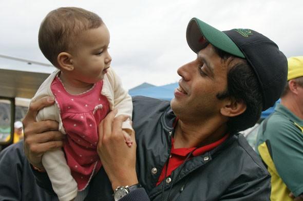Hicham El Guerrouj with his kid