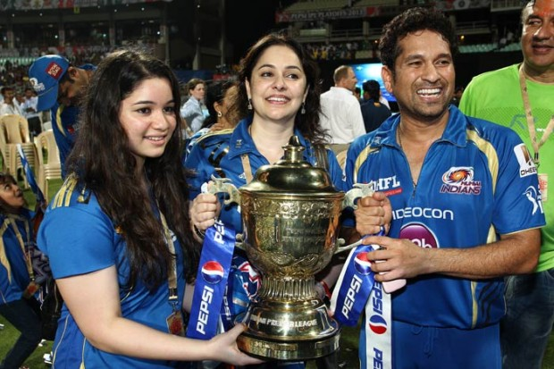 Tendulkar Daughter and his Wife at ICC World Cup Final