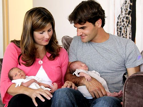 Roger Federer with wife and daughters