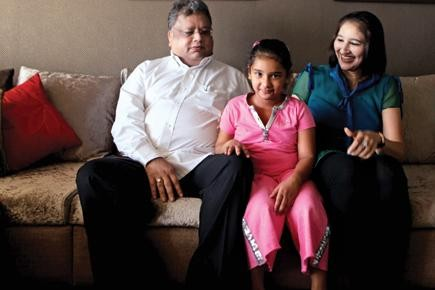 Rakesh Jhunjhunwala With His Wife Five Year Old Daughter Nishtha