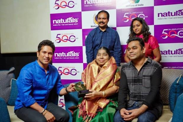 Rahman's Mother Kareema Beegum Receiving Shield From Sachin Tendulkar
