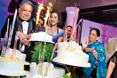 Rakesh Jhunjhunwala Celebrating Birthday With His wife