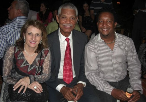 Felipe Rojas Alou with his wife and Pedro Martinez