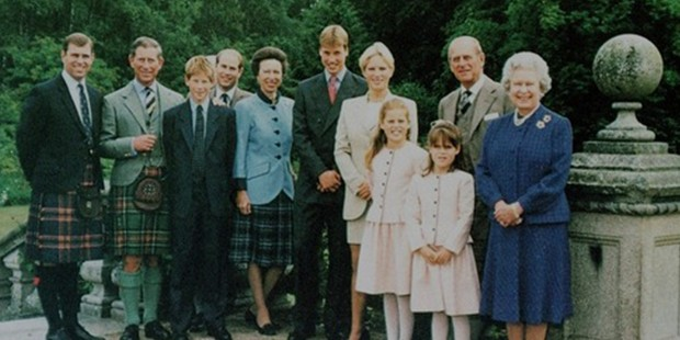 Queen Elizabeth  with her husband, children and Grandchildren