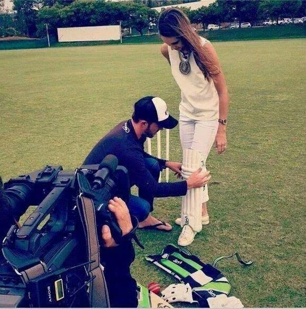 AB De Villiers and Danielle de Villiers Playing Cricket