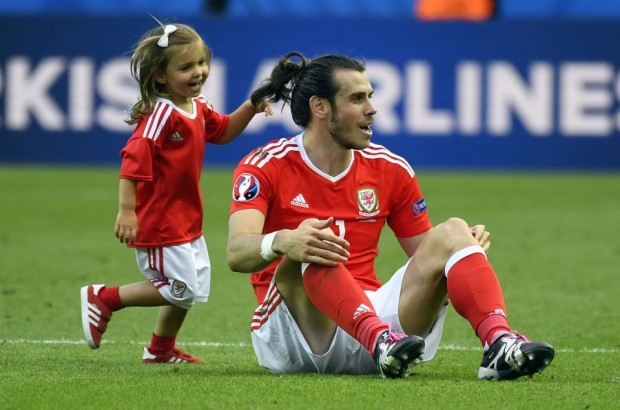Alba Violet making fun of her dad Gareth Bale
