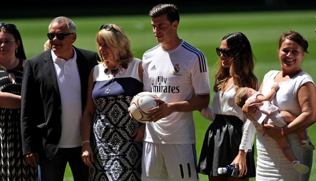 Gareth Bale along with his family