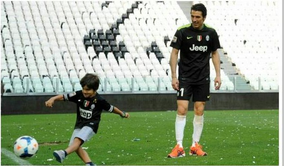 Gigi playing with his son