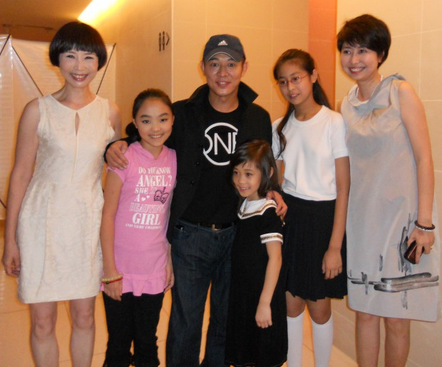 Jet Li and his daughters with Xue Xiaolu and her daughters