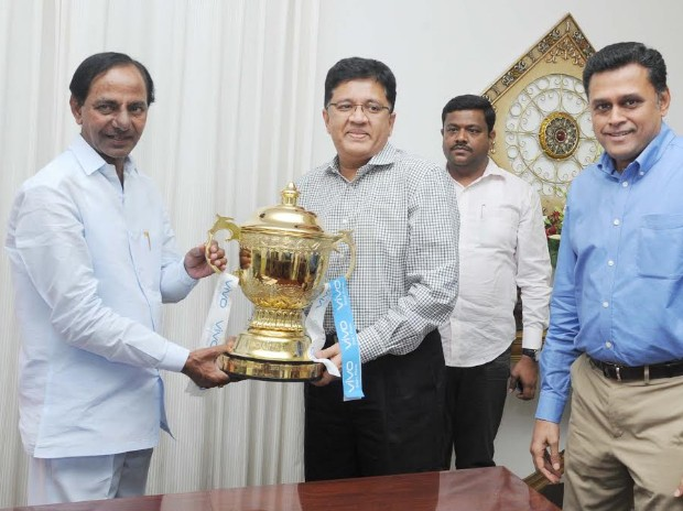 Sun Risers Hyderbad Owner Kalanithi Maran with Telanagana Chief Minister Chandrashekhar Rao along with IPL trophy