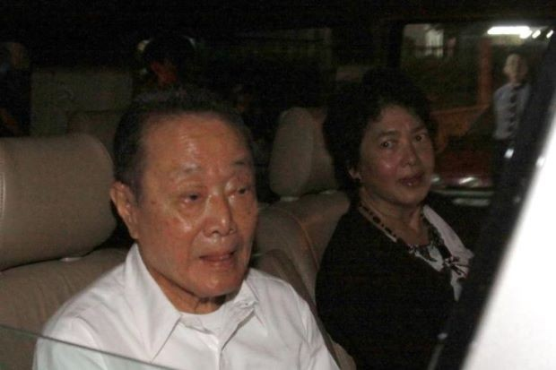 Robert Kuok with His Wife